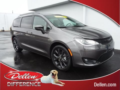 New 2019 Chrysler Pacifica Touring L FWD 4D Passenger Van