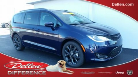 New 2019 Chrysler Pacifica Touring L Plus FWD 4D Passenger Van
